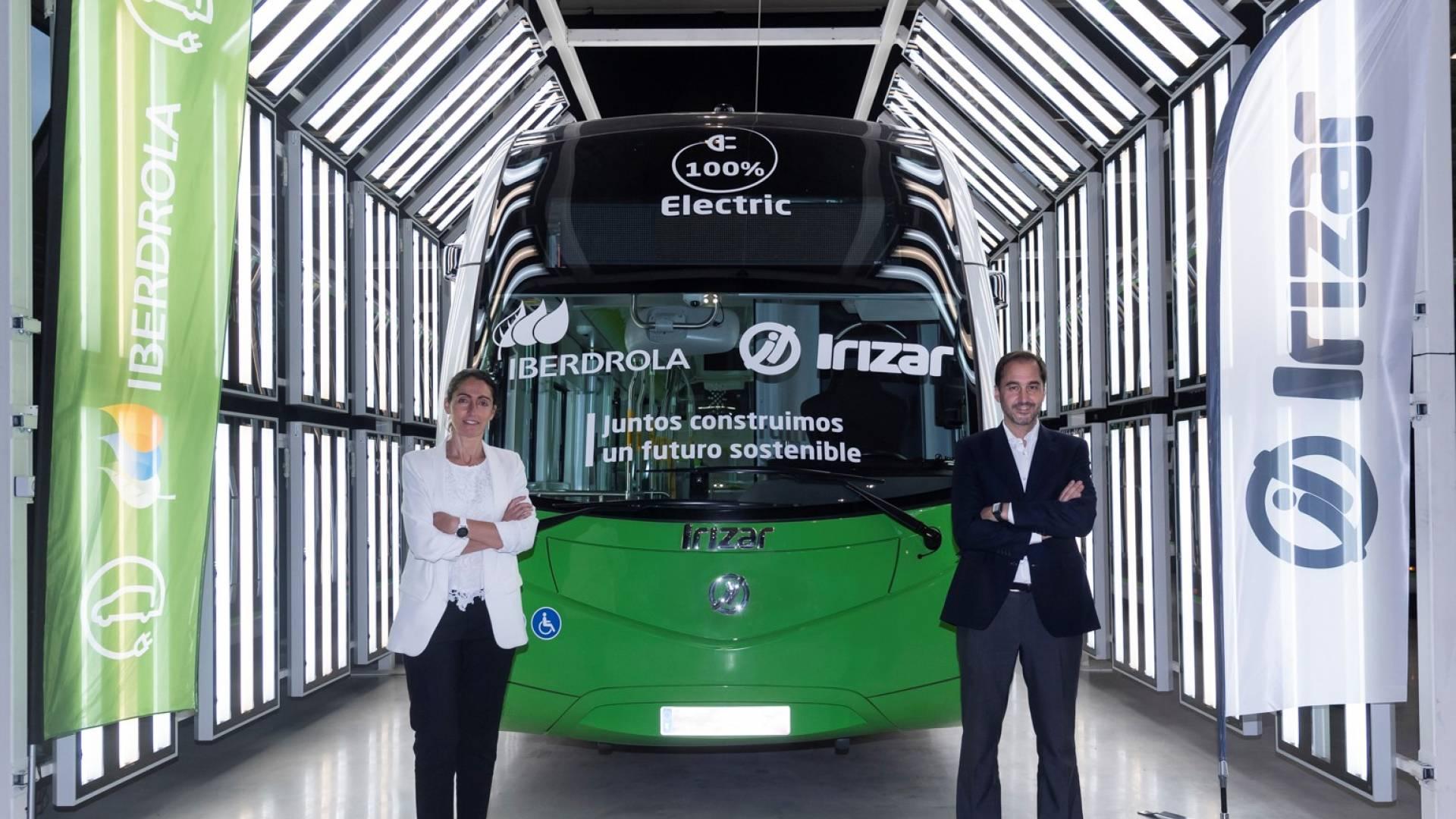Irizar e Iberdrola aceleran la movilidad eléctrica: acuerdo para la electrificación del transporte urbano y el suministro de energía verde