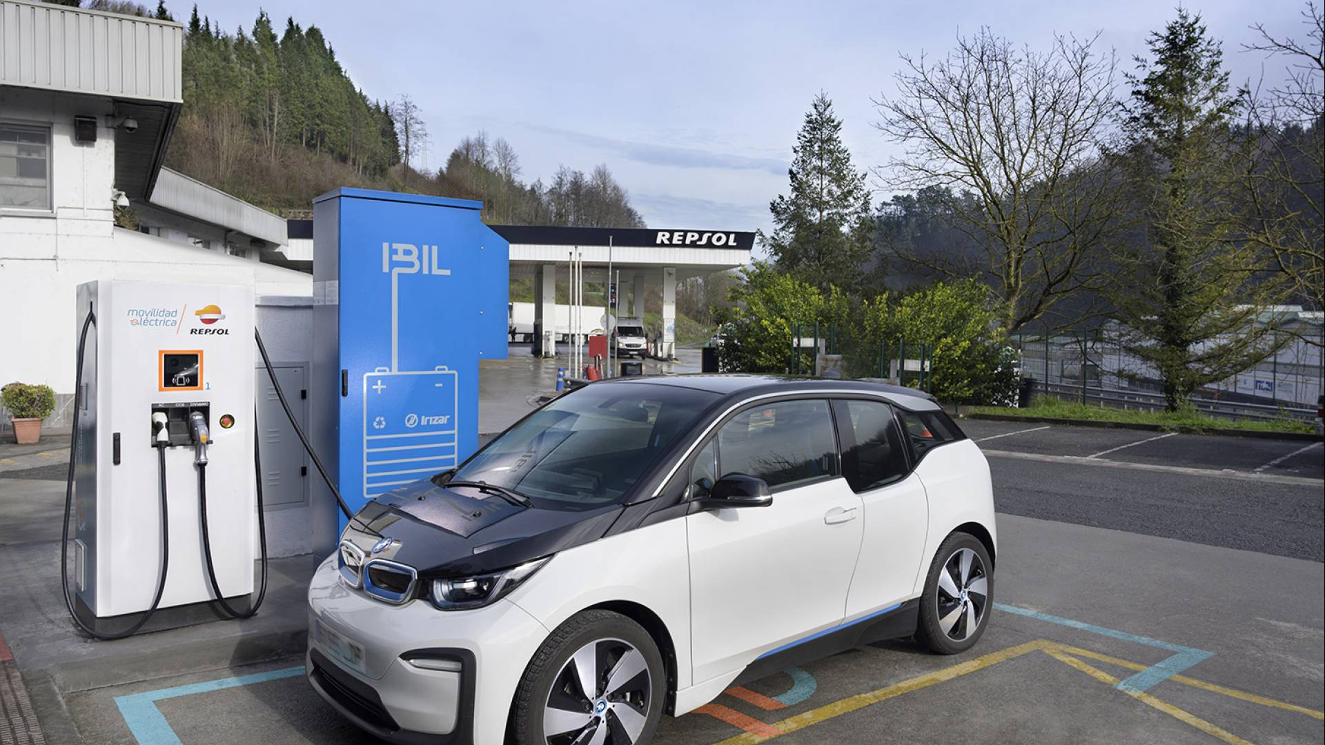 The first charging station for electric vehicles using second life batteries from Irizar e-mobility is in service