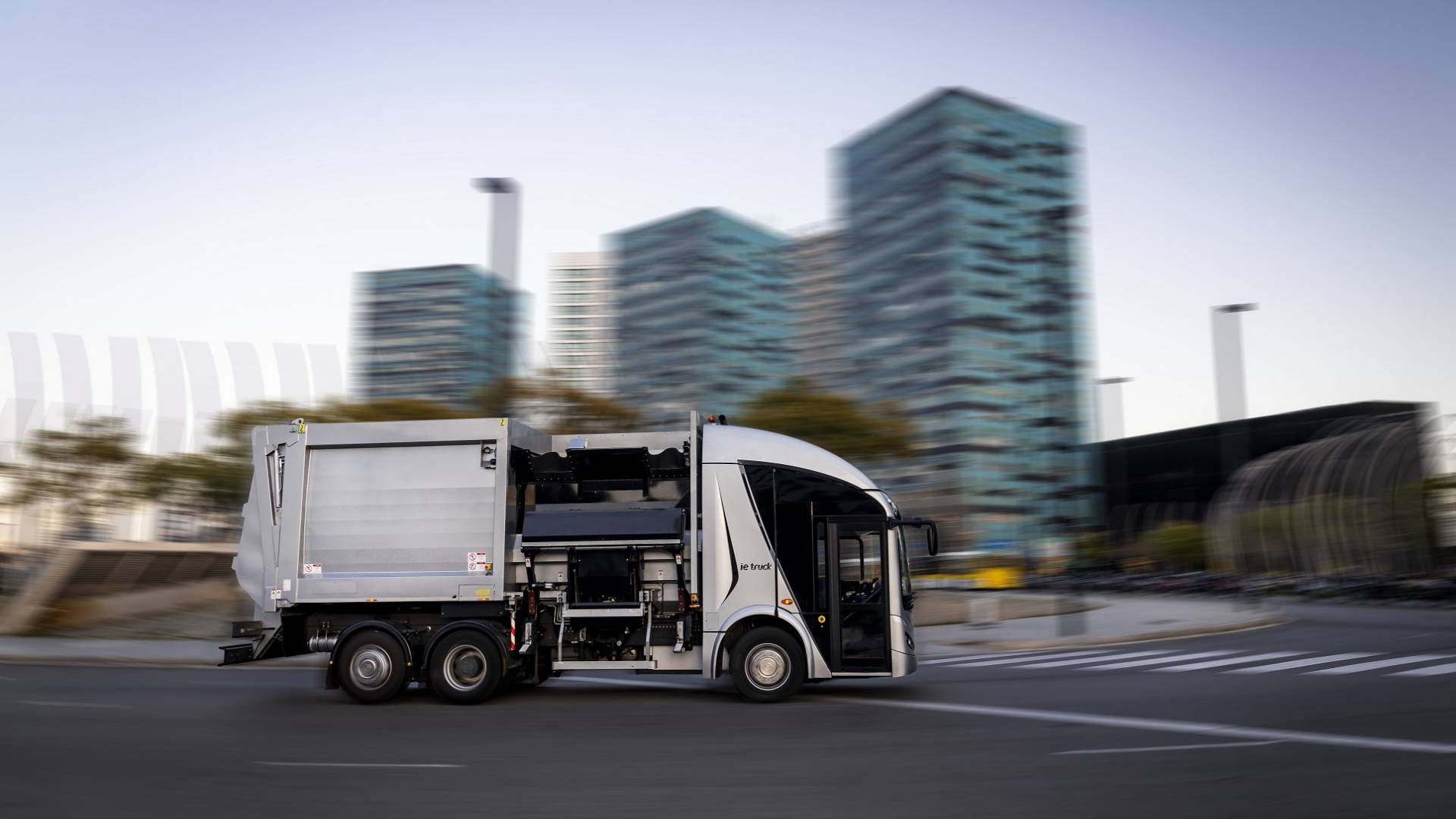 FCC Medio Ambiente and Irizar agree to produce the first 10 Irizar ie urban electric trucks